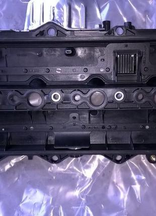 Клапанная крышка Toyota
