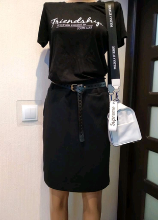 Базовая чёрная юбка карандаш миди