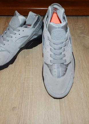 Кроссовки nike air huarache run trainers in grey 852628-003