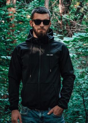 Крутая мужская куртка софтшелл