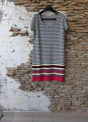Стильное в полоску платье большого размера