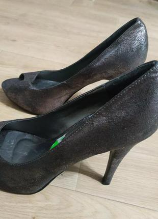 Туфлі з відкритим носиком на каблуках 40-41