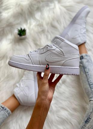 Шикарные женские кроссовки nike air jordan 1 retro full white