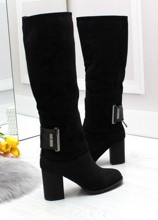 Модельные высокие черные женские сапоги с декором на удобном к...