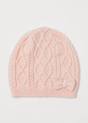 Демисезонная вязанная шапочка для девочки
