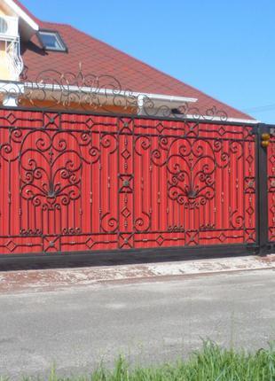 забор из профнастила с элементами художественной ковки
