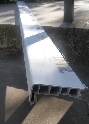 Підвіконник завширшки 10 см довжина 2,7 м