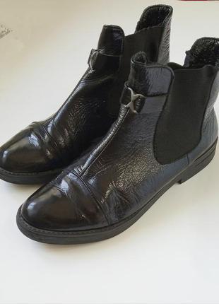 Кожаные лаковые ботинки челси