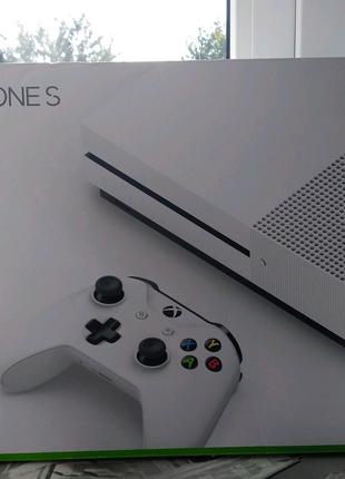 Продам Xbox One S на 1 TB.