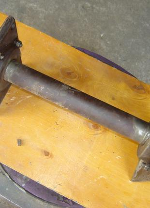 Вращающийся узел со шкивом и посадочным местом для дисковой пилы