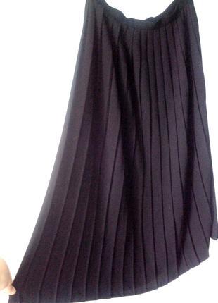 Чёрная юбка плиссе миди