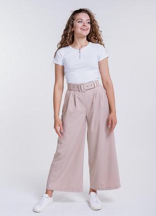 Стильные брюки-кюлоты с широким поясом