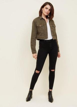 Крутые черные джинсы skinny с рваностями облегающие