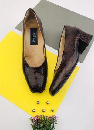 Кожаные туфли на устойчивом каблуке