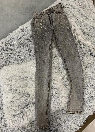 Джинсы h&m divided штаны брюки со стразами