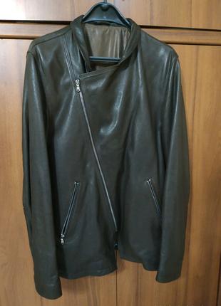 Чоловіча шкіряна куртка-косуха.