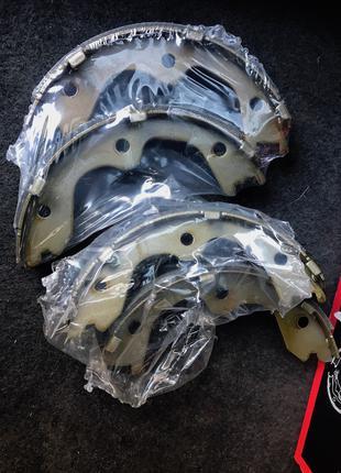 Колодки ручного тормоза Infiniti fx35,fx45,ex35,ex37,m35,g (170mm