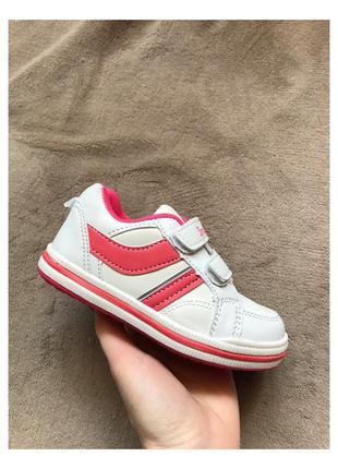 Новые белые детские кроссовки на липучках