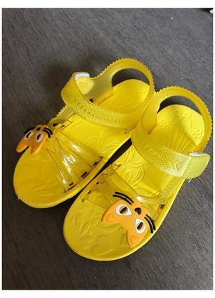 Новые детские желтые босоножки, шлепки