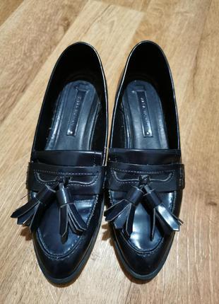 Темно-синие фирменные лоферы, туфли