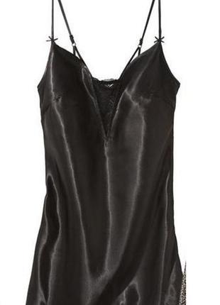 Атласная ночная сорочка с кружевным лифом черная