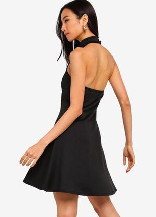 Стильное черное мини  платье с чокером и открытой спинкой