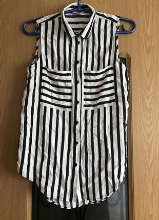 Блуза в черно-белую полоску без рукавов KappAhl