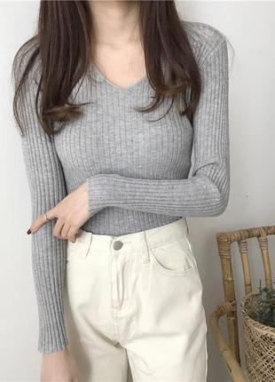 Трикотажный и чуть пушистый пуловер в рубчик серый ms