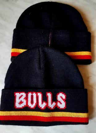 Вязаная теплая черная шапка с отворотом bulls англия one size