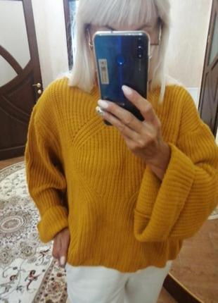 Яркий вязаный свитер горчично-оранжевый. свитер...