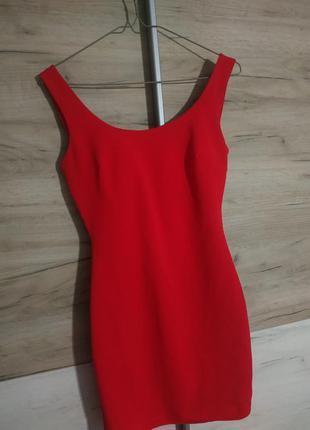 Красное коктельное платье с открытой спинкой s