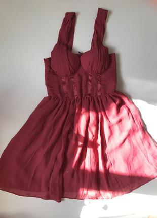 Шифоновое платье малинового цвета с чашечками с пышной юбкой h&m