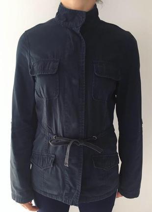 Куртка темно синя, темно-синяя куртка.