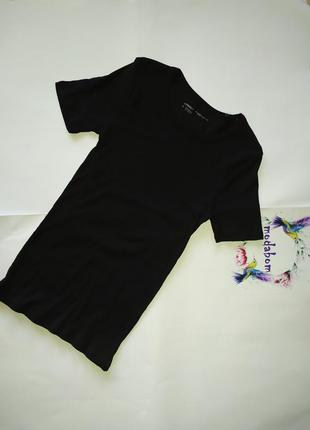Базовая черная футболка, фирменная