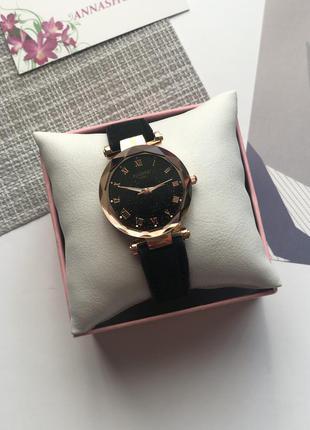 Женские часы с черным ремешком, часы женские круглые