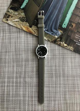 Женские наручные часы с силиконовым ремешком