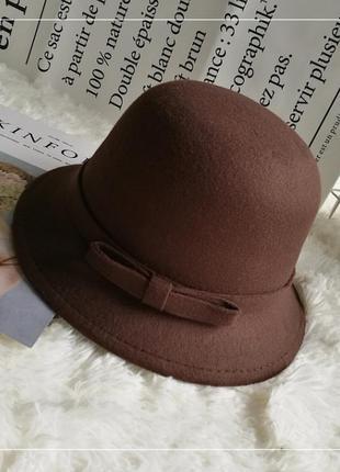 Шляпа женская котелок с бантиком и полями коричневая