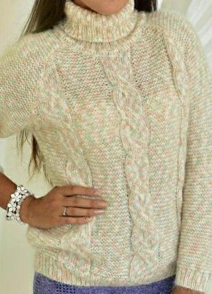 Теплый нежный женский свитер под горло