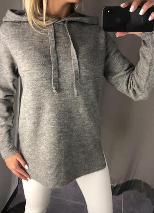 Удлинённый свитер с капюшоном. amisu. размеры уточняйте.