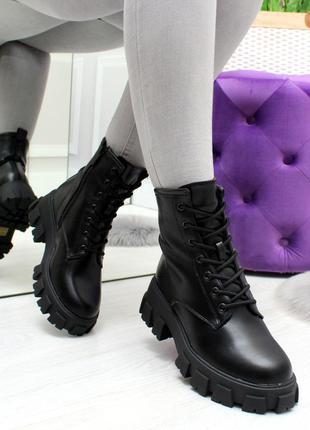 Модные женские зимние ботинки на массивной подошве