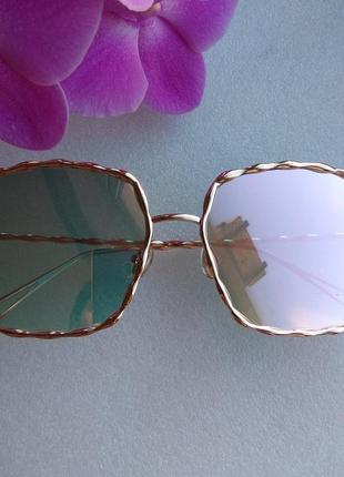 Новые красивые солнцезащитные очки (с царапиной на стекле) дешево