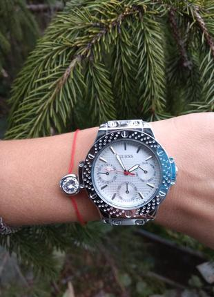 Новые стильные часы на черном ремешке и с белым циферблатом