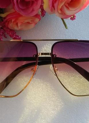Новые яркие очки с боковой защитой (с надколом на стекле)