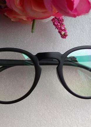 Новые имиджевые очки с антибликом (с разводом на стекле) уценены