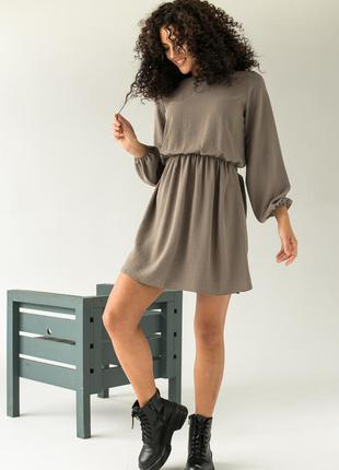 Платье однотонное с резинкой на талии