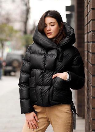 Шикарная женская укороченная куртка с капюшоном
