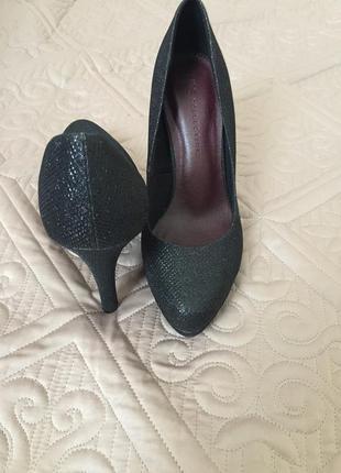 Классические туфли с блеском/ туфли на каблуке