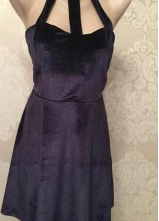 Бархатное мини платье с чокером