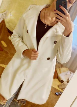 Белое пальто 2020 pull&bear