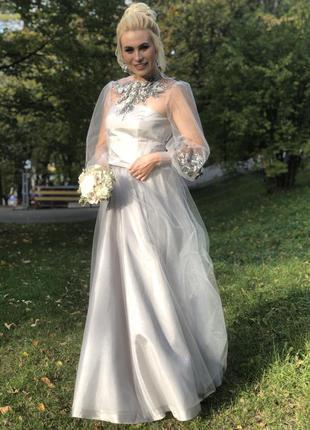 Вечернее выпускное платье в пол с пышной юбкой вышивкой и длин...